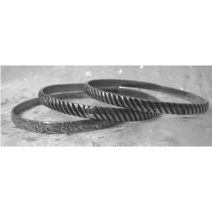 3 Bracelets  Argent  ou métal argenté ?