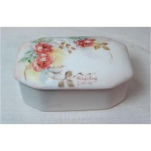 Petite boite en Porcelaine  peinte main1950