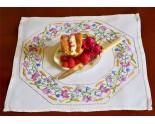 Exquis  napperon de table des années 30
